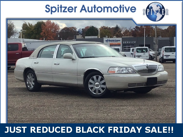 Pre Owned 2004 Lincoln Town Car Ultimate 4d Sedan In Cleveland